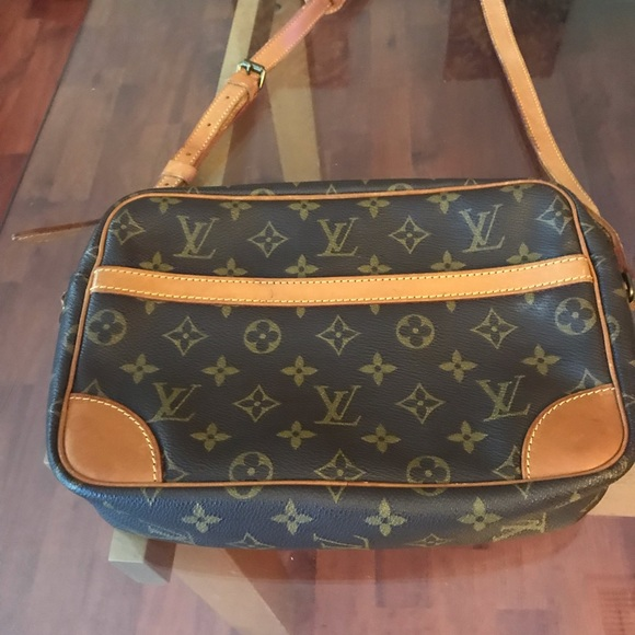 Authentic Louis Vuitton Trocadero 27 Crossbody 1443c23f286ac